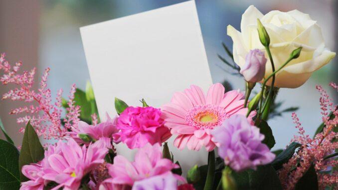Buket blomster med kort i